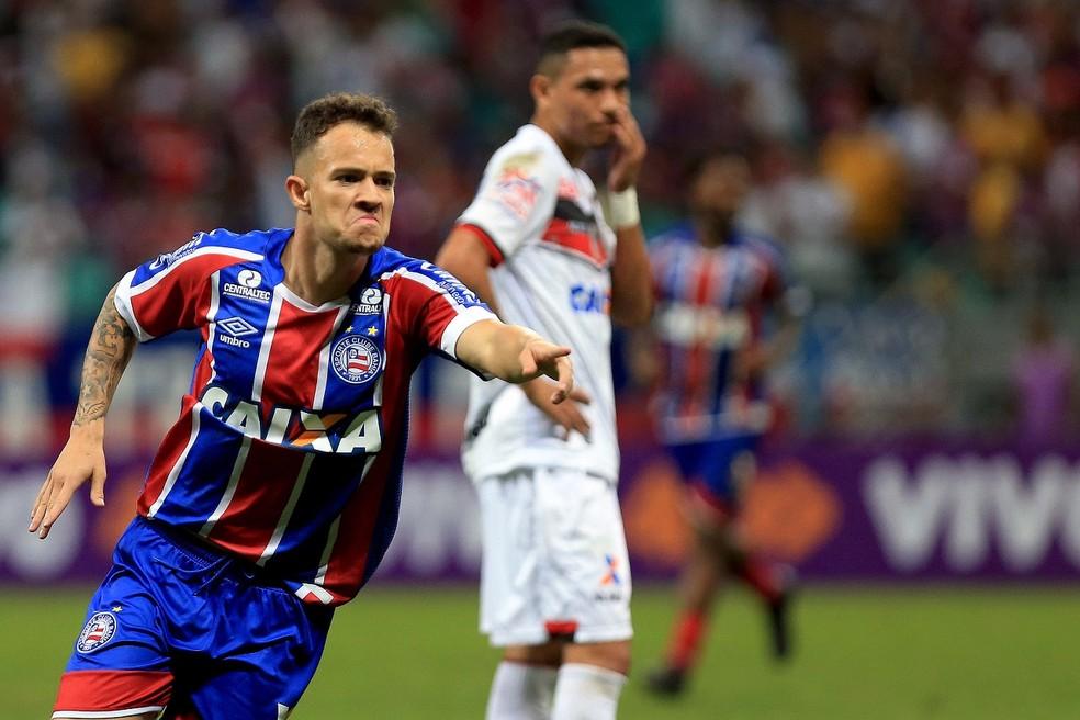 ec94904ad ... Gustavo Ferrareis comemora gol do Bahia contra o Atlético-GO — Foto:  Felipe Oliveira