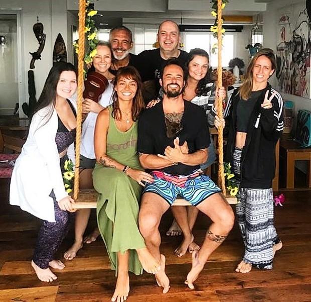 Paulo Vilhena e Amanda Beraldi recebem amigos, incluindo Paolla Oliveira e Papinha (Foto: Reprodução/Instagram)