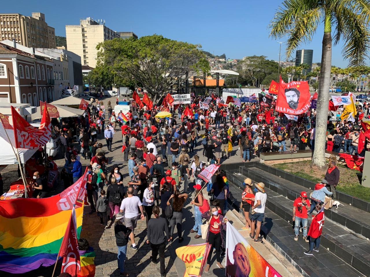 Cidades de SC têm manifestações a favor da vacina da Covid-19 e contra Bolsonaro