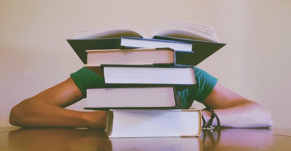 aula; cansaço;livros (Foto: Pexels)