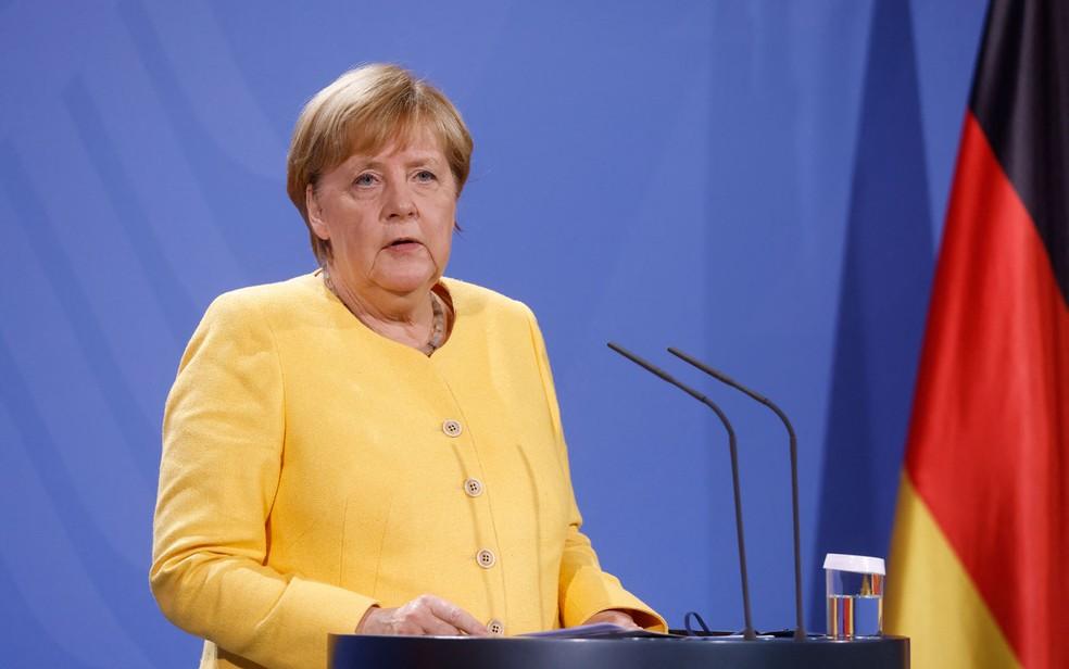 A primeira-ministra da Alemanha, Angela Merkel, durante pronunciamento sobre a tomada do poder no Afeganistão pelo Talibã, na segunda-feira (16) — Foto: Odd Andersen/Pool/AFP