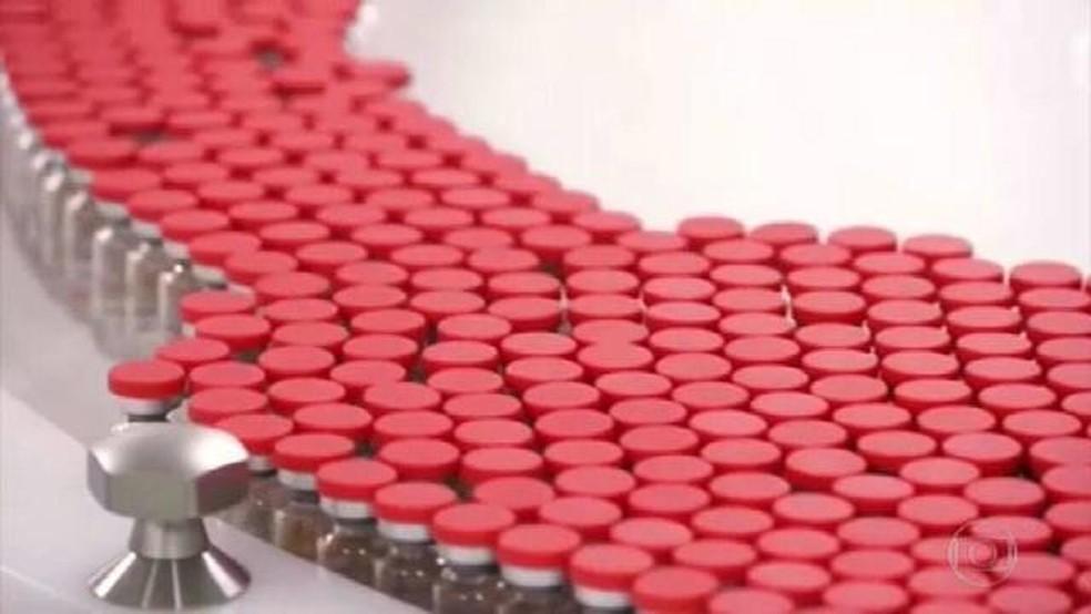Vacina da Pfizer contra Covid-19 é a primeira a receber registro definitivo no Brasil — Foto: JN