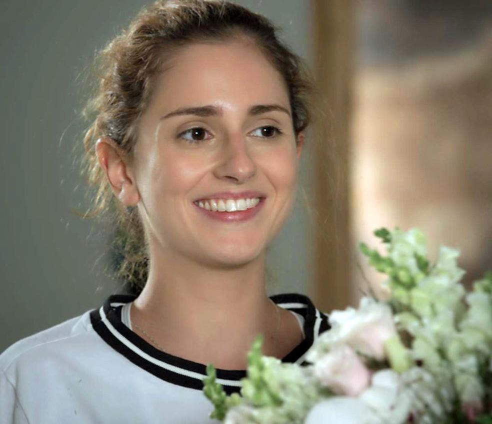 Ivana recebe flores de Claudio — Foto: TV Globo
