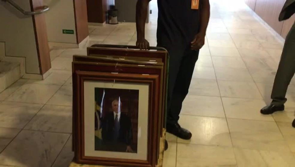 Retrato oficial de Temer é retirado do Palácio do Planalto após fim do mandato — Foto: Reprodução