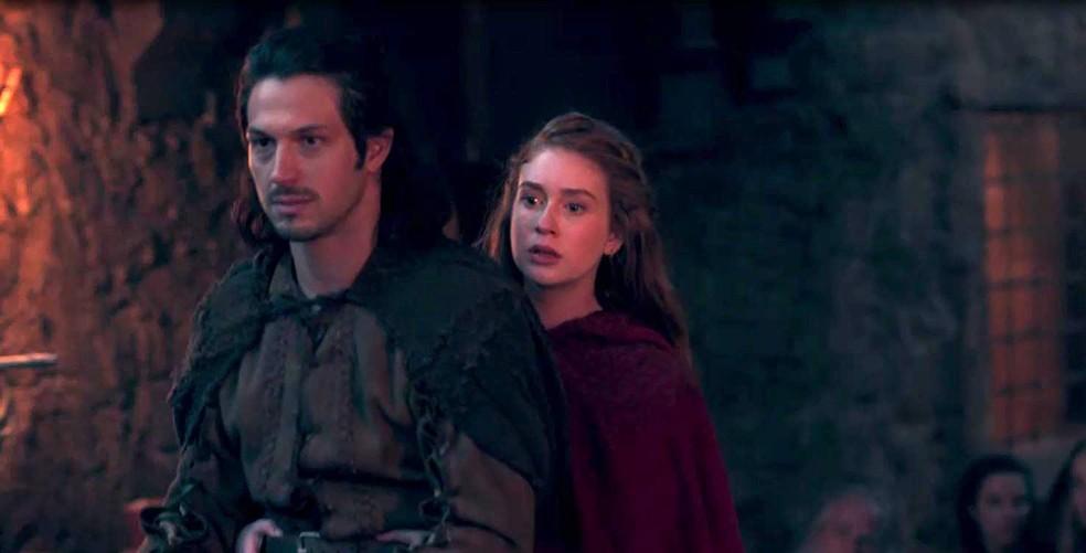 Amália não compreende as atitudes das pessoas diante de Afonso, porque elas fazem reverência  (Foto: TV Globo)