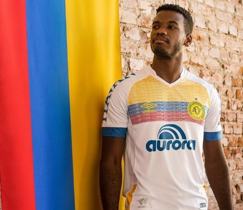 Chapecoense lança camisa em homenagem à Colômbia