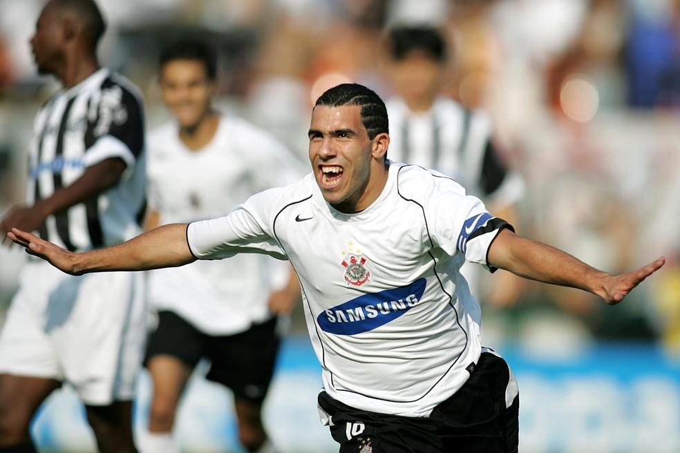 Carlitos Tevez comandava o ataque do Timão em 2005 — Foto: Djalma Vassão / Gazeta PRess
