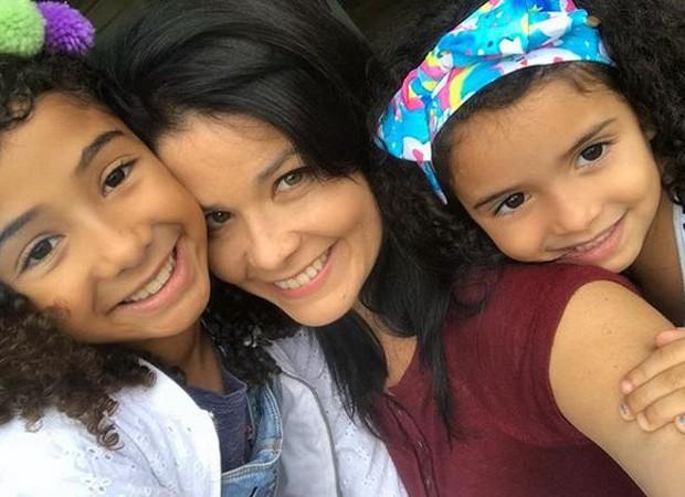 Samara com as filhas (Foto: Reprodução/Instagram)