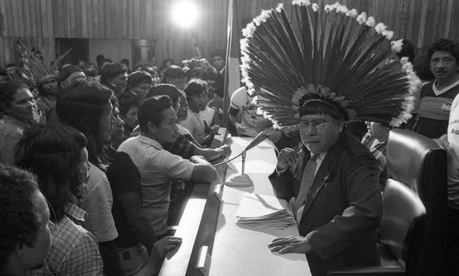 Encontro de povos indígenas na Câmara dos Deputados em 1984