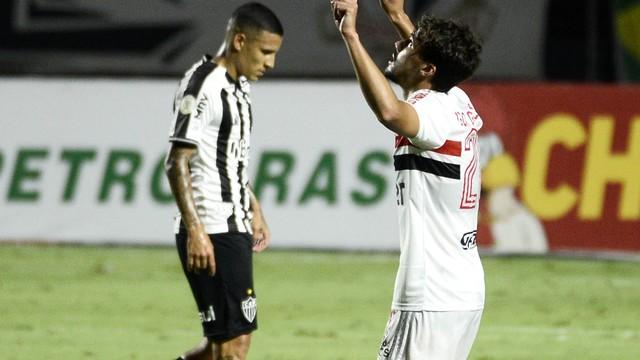 Igor Gomes comemora o primeiro gol do São Paulo