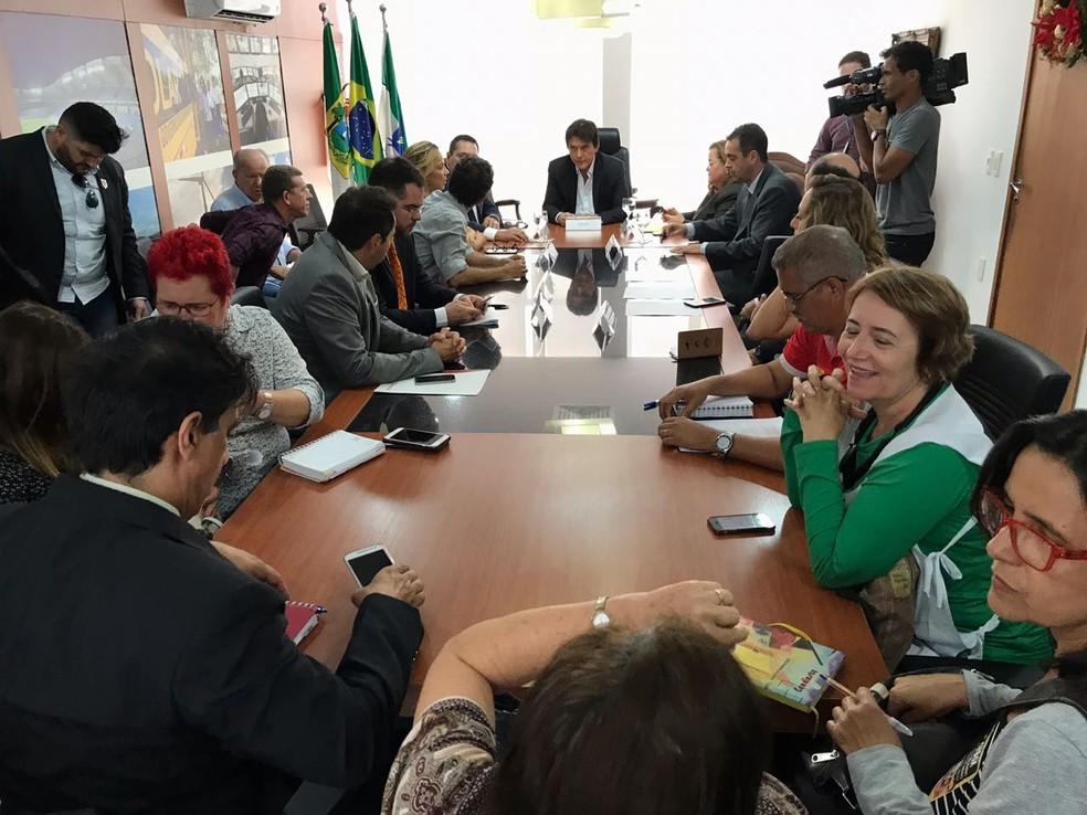 Governador Robinson Faria se reuniu nesta segunda-feira (18) com representantes dos servidores para tratar dos salários atrasados (Foto: Kleber Teixeira/Inter TV Cabugi)