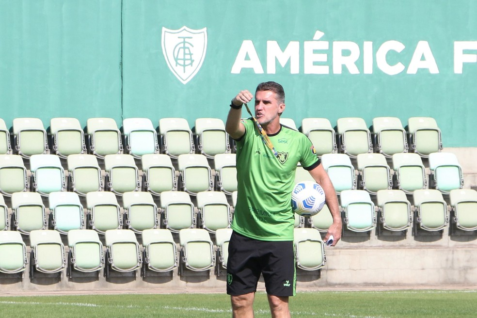 Vagner Mancini pode promover estreantes no próximo jogo do América — Foto: João Zebral