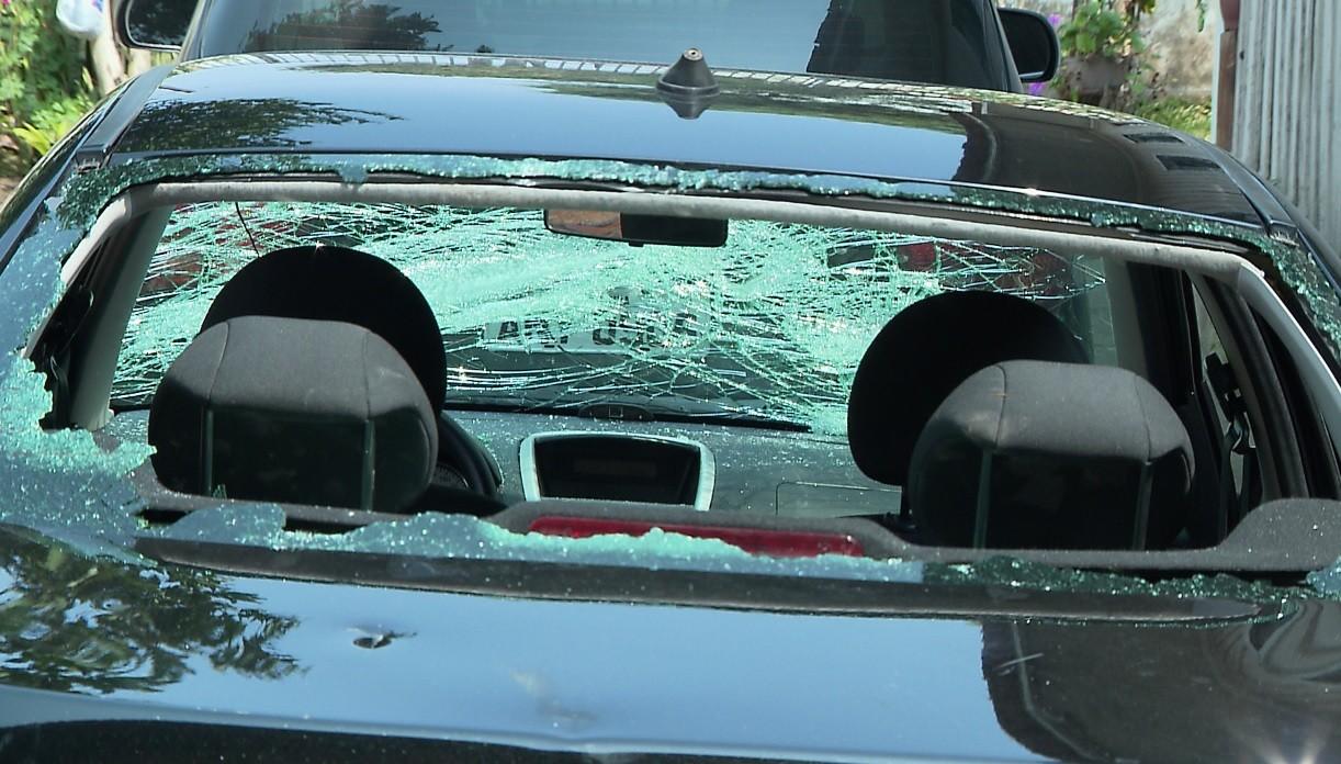 Grupo de torcedores destrói carro e fere três pessoas após jogo do Athletico, diz PM; VÍDEOS - Notícias - Plantão Diário