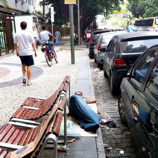 Ao relento (Foto: Arquivo Google)