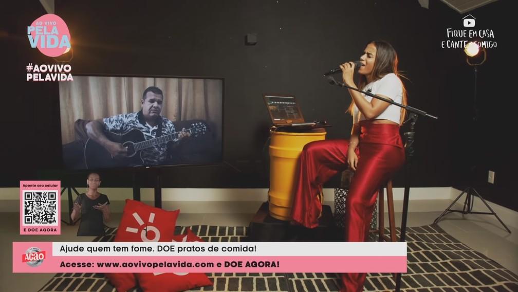 Anitta faz live cantando músicas religiosas neste domingo (26) — Foto: Reprodução/YouTube/Anitta