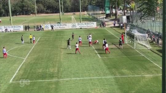 """Sem Damião, Odair aposta em ataque móvel para Pottker encerrar """"zica"""" como 9"""