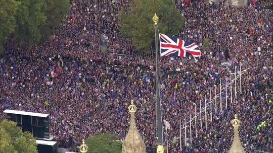 Parlamento britânico barra votação do acordo do Brexit
