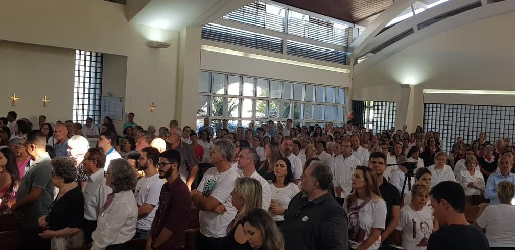 Fiéis assistem à missa em Florianópolis que marca abertura de processo de beatificação de Marcelo Henrique Câmara — Foto: Paulo Mueller/NSC TV
