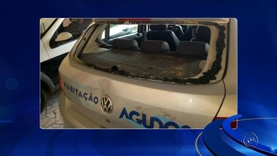 Secretário usa carro oficial durante madrugada e veículo é depredado em Agudos