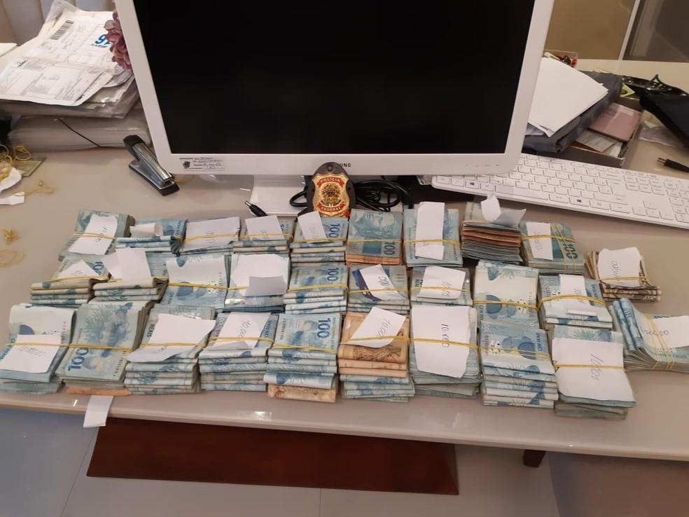 PF encontrou mais de R$ 275 mil e US$ 1.400 na casa de um dos alvos da operação — Foto: Divulgação/Polícia Federal