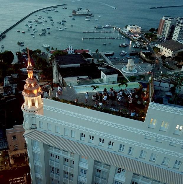 Rooftop do Fera Palace com vista para a Baía de Todos os Santos  (Foto: Divulgação)