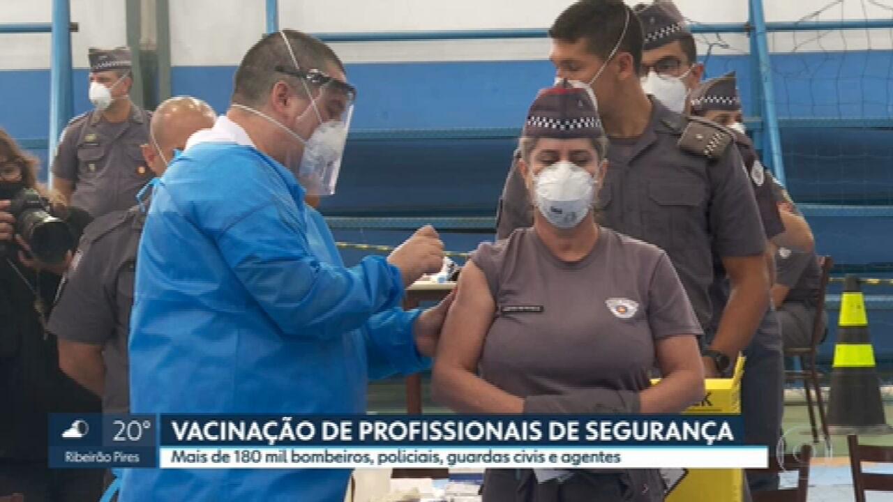 São Paulo começa a vacinar profissionais da segurança pública