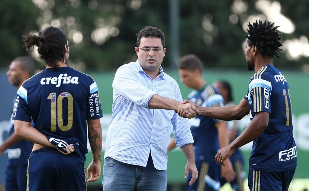 Valdivia e Alexandre Mattos no Palmeiras, em 2015 — Foto: Cesar Greco / Ag. Palmeiras