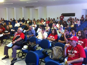 Professores se reuniram em assembleia e decidiram pela continuação da greve (Foto: Divulgação/ADUFPB)