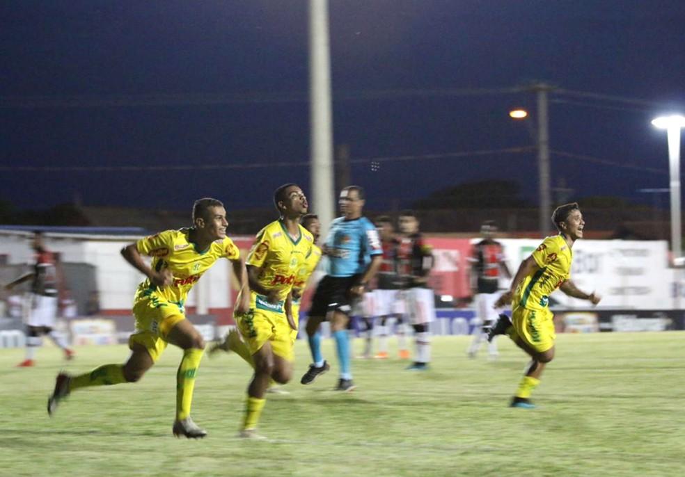 Jogadores do Mirassol festejam gol durante partida contra o Joinville pela 3ª fase da Copinha — Foto: Marcos Freitas / Ag. Mirassol FC