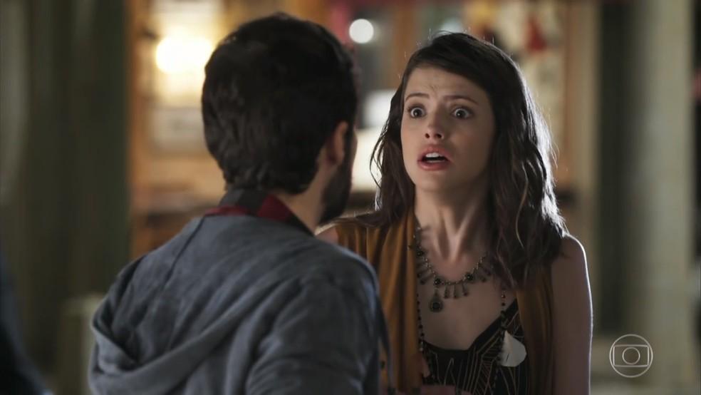 Camila (Agatha Moreira) tem medo de lembrar do seu passado - 'Haja Coração' — Foto: Globo