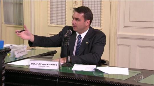'Não fiz nada errado', diz Flávio Bolsonaro sobre ex-assessor