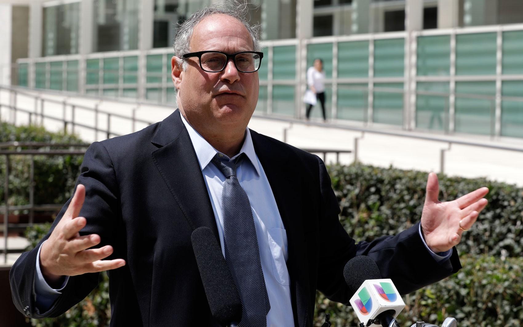Juiz dos EUA suspende deportações de famílias reunificadas