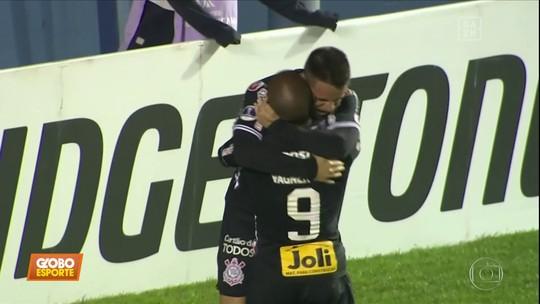 Com 1.430 pagantes no Uruguai, Corinthians joga para seu menor público na temporada; veja fotos