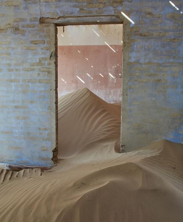 As casas de Kolmanskop já sobreviveram a inúmeras tempestades de areia (Foto: Getty Images/ Reprodução)