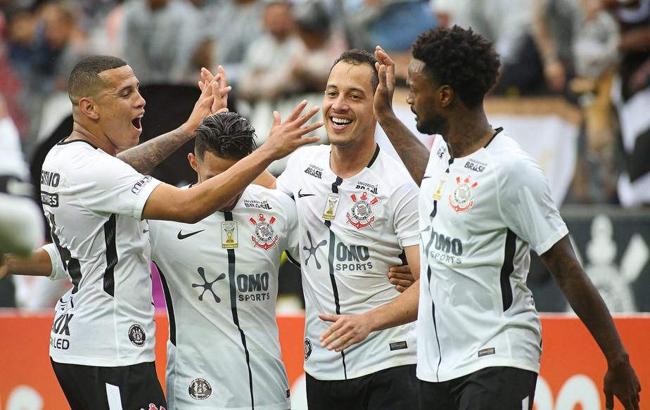 Em ação inusitada, Corinthians revela patrocinador com camiseta especial