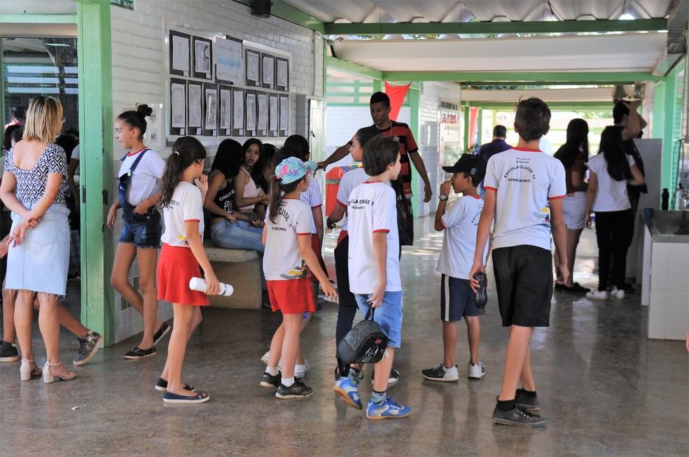 Alunos da Escola Classe 01 de Sobradinho, no Distrito Federal — Foto: Paulo H. Carvalho/Agência Brasília