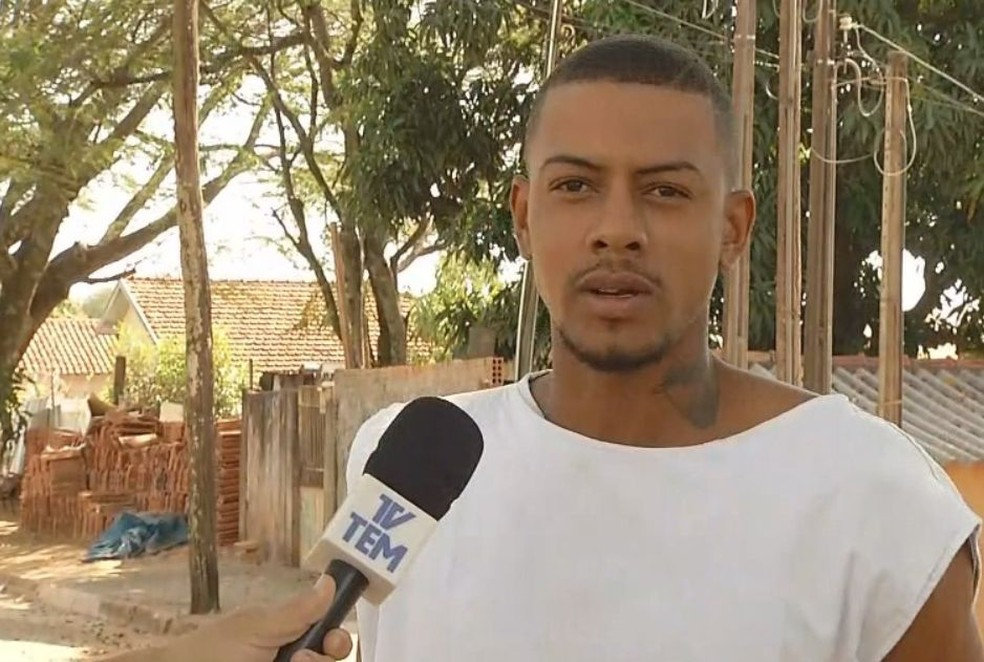 Danilo recebeu alta nesta quarta-feira depois de ter sido picado pela cascavel em Vera Cruz (Foto: TV TEM / Reprodução )