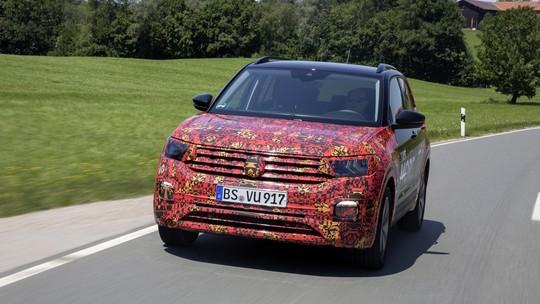 Volkswagen T-Cross aparece com pouca camuflagem e tem detalhes divulgados