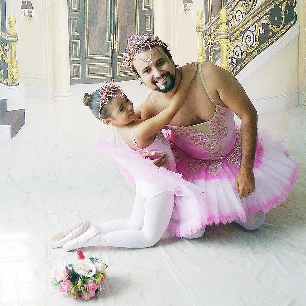 79a26a61ad ... Marcos Vinícius da Costa Chagas e a filha Mirela durante ensaio  fotográfico — Foto  Laura