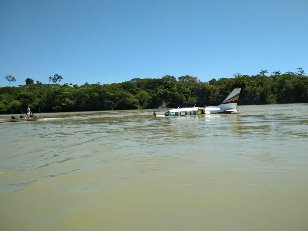 Avião pousou em rio de área de garimpo, no distrito de Crepurizão (Foto: Reprodução/TV Liberal)