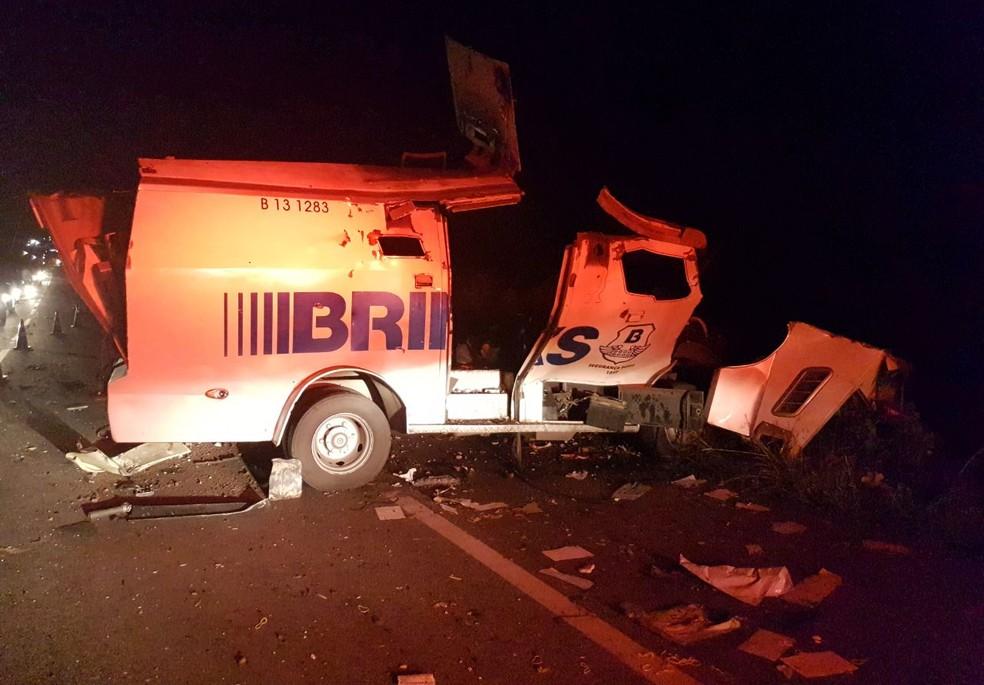 Bando explode carro-forte no interior do Ceará (Foto: PRF/Divulgação)