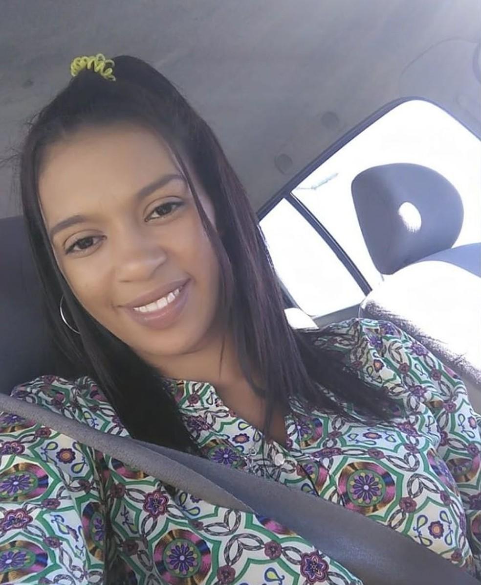 Dayane não resistiu aos ferimentos após ser vítima de acidente de moto em Peruíbe, SP — Foto: Reprodução/Facebook
