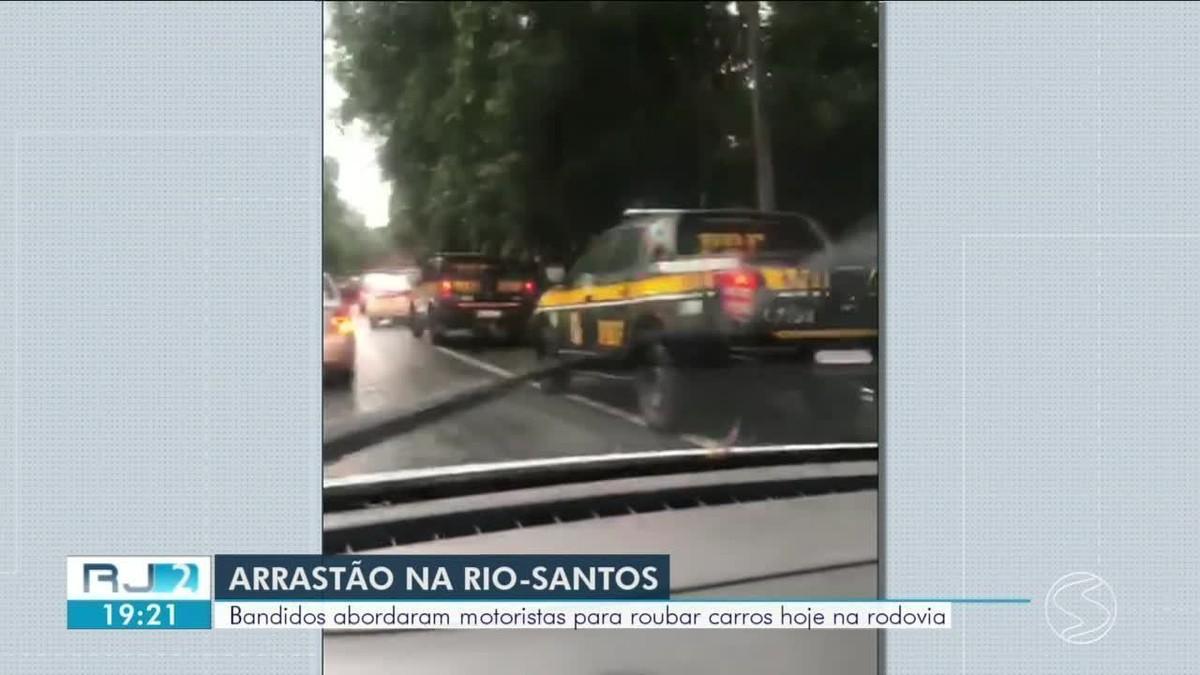 Turistas têm carro furtado na BR-101, em Angra dos Reis - G1