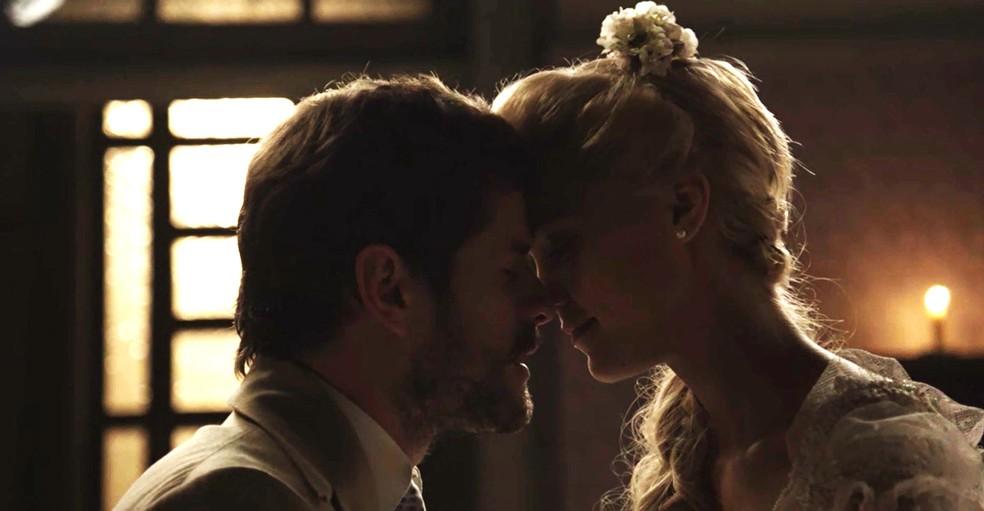Camilo e Jane têm a primeira noite de amor! (Foto: TV Globo)