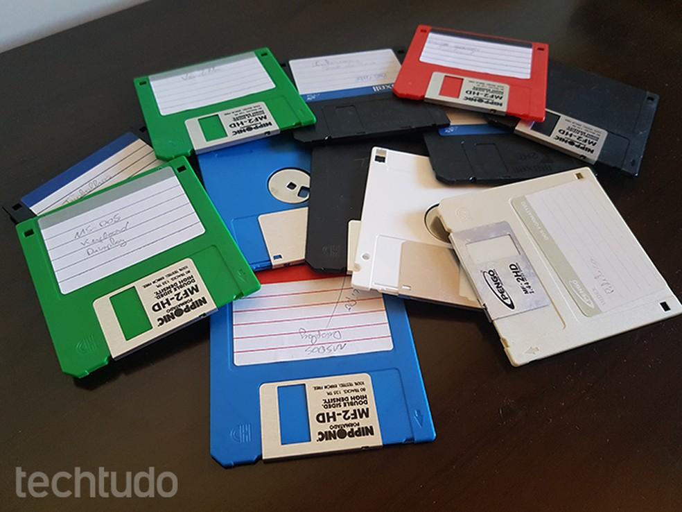 """Disquetes eram os """"pendrives"""" da década: extremamente frágeis, só aceitavam 1,44 MB de dados - muito menos do que um único arquivo MP3  — Foto: Filipe Garrett/TechTudo"""