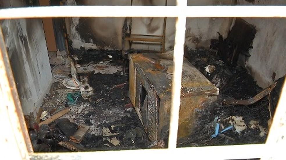 Marido diz que colocou fogo na casa porque estava com raiva da mulher (Foto: Márcio Falcão/TVCA)