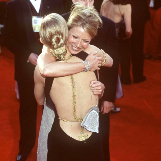 Cate Blanchett e Gwyneth Paltrow no Oscar de 2000 (Foto: Getty Images)