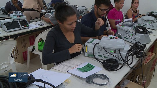 Urnas eletrônicas são preparadas para o 2º turno das eleições em Pernambuco