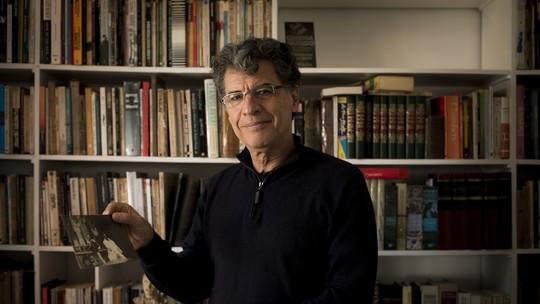 Em casa, Paulo Betti abre o álbum de família e fala sobre peça autobiográfica