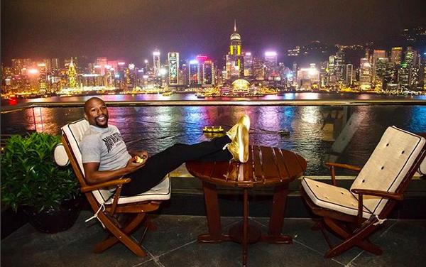 O ex-boxeador Floyd Mayweather ostentando a sua riqueza (Foto: Instagram)
